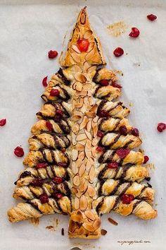 Barszcz kiszony mojej mamy - Cook it Lean - sprawdzone… Xmas Desserts, Cake Recipes, Dessert Recipes, Polish Recipes, Holiday Baking, Food Styling, Baked Goods, Cake Pops, Nutella