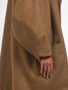 Sleeves - sewing inspiration - Floating Coat by Henrik Vibskov Fashion Details, Fashion Design, Fashion Trends, Couture Details, Couture Mode, Moda Chic, Inspiration Mode, Looks Style, Minimal Fashion