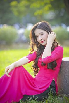 Ideas For Fashion Asian Girl Pink Asian Image, Vietnam Girl, Vietnamese Dress, China Girl, Female Poses, Ao Dai, Trendy Dresses, Traditional Outfits, Asian Woman
