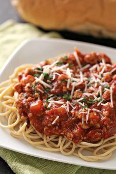 Ground turkey spaghetti sauce six sisters' stuff spagetti recipe, home Turkey Sauce, Turkey Pasta, Turkey Tacos, Spagetti Recipe, Homemade Spaghetti Sauce, Ground Turkey Spaghetti, Meat Sauce Recipes, Pesto Recipe, Recipe Pasta