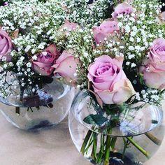 Bilderesultat for roser memory lane borddekorasjon Fest, Glass Vase, Floral Wreath, Wreaths, Memories, Home Decor, Memoirs, Floral Crown, Souvenirs