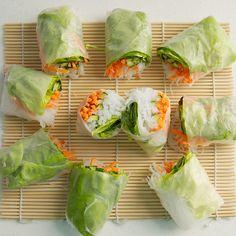 How to make the fresh spring rolls I Love Food, Good Food, Yummy Food, Tasty, Vegetarian Recipes, Cooking Recipes, Healthy Recipes, Cooking Tips, Fresh Spring Rolls