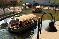 Canal cruises in Richmond (the capital of Virginia, and one of the oldest cities in the USA). Richmond Virginia, West Virginia, Virginie Usa, Virginia Is For Lovers, Road Trip Usa, Virginia Beach, Staycation, Oh The Places You'll Go, Vacation Spots