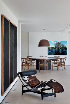 Casa Guilherme Torres (Foto: Denilson Machado / MCA Estúdio). Salas, Rooms