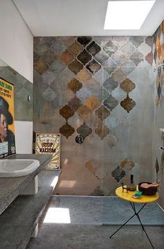 AH, THESE TILES! See all our stylish art deco bathrooms design ideas. Art Deco inspired black and white design. Art Deco Bathroom, Bathroom Taps, Bathroom Tile Designs, Modern Bathroom Design, White Bathroom, Bathroom Interior, Bathroom Lighting, Bathroom Ideas, Bath Design