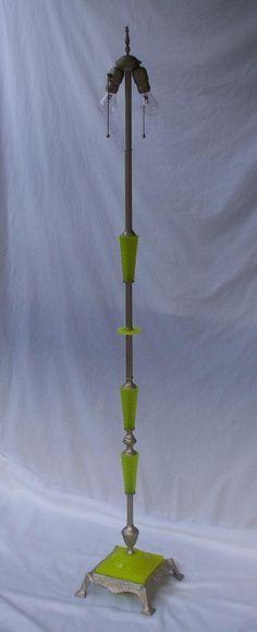 Antique Vaseline Uranium Yellow Green Glass Floor Lamp Antique Floor Lamps, Antique Lighting, Vintage Lamps, Vintage Home Decor, Lamp Shade Frame, Glass Floor Lamp, Art Deco Lamps, Vaseline Glass, Oil Lamps