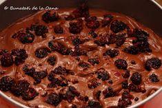 Bunatati de la Oana: Tort de ciocolata cu fructe de padure si blat insiropat Pie, Desserts, Torte, Tailgate Desserts, Cake, Deserts, Fruit Cakes, Pies, Postres