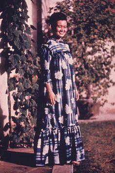 Asian Floral Print Tutu-muu, via Flickr.    Called the tutu-muu, this old-new version of the mu'umu'u is in reality a holoku, because, it has a yoke, set in sleeves and a slight gathered back train. To all intents and purposes, it is a tutu-muu because our grandmother preferred it-- and so, we too, will call it, the tutu-muu. Tahiti, Hawaiian Muumuu, Tropical Fashion, Hula Dancers, Vintage Hawaiian, Traditional Dresses, Dress Patterns, Tutu, Vintage Dresses