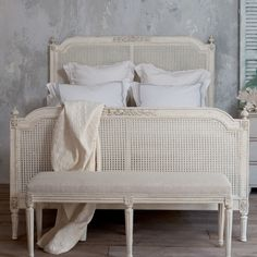 Eloquence Blanka Antique White Bed