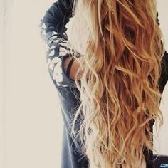 WANT HER WAVY/CURY HAIR