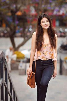 Niti shah girl attitude, types of girls, girls jeans, india beauty, asian Outfits Otoño, Cute Casual Outfits, Fashion Outfits, College Outfits, Stylish Girls Photos, Stylish Girl Pic, Beautiful Girl Photo, Beautiful Models, Beautiful Actresses