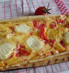 C'est tarte est tout simplement délicieuse!! Je crois même ne pas en avoir mangé de light aussi bonne depuis trés longtemps!! J'ai piqué cette recette à Mathilde (et oui encore!!) mais son site est un vrai bijou, qui regorge d'idées simples, végétariennes...