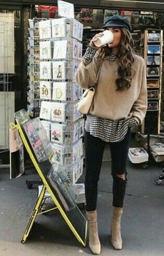 20 Edgy Fall Street Style 2018 Outfits To Copy - - Fall fashion – layering – gingham shirt + pull – coffee – street style - Cute Fall Outfits, Winter Fashion Outfits, Fall Winter Outfits, Autumn Winter Fashion, Casual Outfits, Fashion Fall, Grunge Fashion, Fashion 2020, Fashion Men
