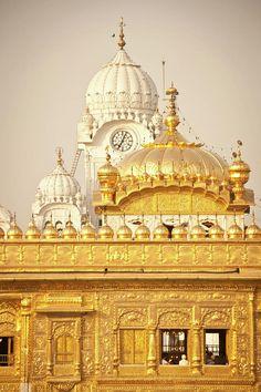 Sri Harmandir Sahib, The Golden Temple, Amritsar, Punjab. Beautiful Buildings, Beautiful Places, Beautiful World, Amazing Places, Temple Indien, Wallpaper Travel, Golden Temple Amritsar, Harmandir Sahib, Travel Photographie