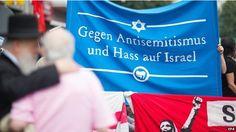 """""""... Theodor Adorno y Max Horkheimer, dos intelectuales alemanes [...] sugirieron que [...] las ideas antisemitas no radica en su relación con la realidad, sino justamente en todo lo contrario: su ausencia de una correlación con hechos reales. Como dice David Nirenberg, autor del libro """"Anti-Judaísmo. [...] el significado de la palabra antisemita como rechazo a todo lo que sea judío es bien conocido, pero el término no suele exponer la naturaleza o la razón detrás de esa animosidad...""""."""