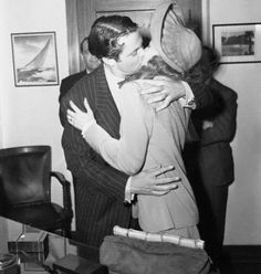 Rita Hayworth and Orson Welles - Kissing the Bride.