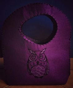 Felt bag in purple with embroidered owl