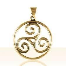 Le Triskel est un symbole représentant trois spirales entrecroisés. Il vibre en capital chance positif à (plus) + 0,3/3. C'est bien d'en porter un sur sois en pendentif. source: www.google.com        Triskel  Ce site est une lueur d'espoir pour tous les...