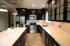 Most Trendy Silestone Quartz Kitchen Countertops Ideas Dark Brown Cabinets, Espresso Cabinets, White Shaker Cabinets, Quartz Kitchen Countertops, White Countertops, Open Kitchen Layouts, Kitchen Ideas, Inexpensive Flooring, Glass Front Cabinets