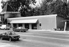 Florida Memory - New and improved B & W market - Tallahassee, Florida 1984