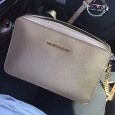 ✨Lovely Michael Kors cross body✨ Great condition Michael Kors Crossbody purse! Just want something bigger :) Has two small side pockets and one large side pocket on inside of purse. Fits full size MK wallet in large middle compartment. Would consider trade for authentic Michael Kors Selma bag in this same color or tan! Michael Kors Bags Crossbody Bags