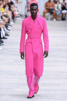 GmbH Spring 2020 Ready-to-Wear Fashion Show Collection: See the complete GmbH Spring 2020 Ready-to-Wear collection. Look 33 Pink Fashion, Fashion 2020, Couture Fashion, Runway Fashion, Fashion Looks, Fashion Trends, Fashion Styles, Men's Fashion, Fashion Menswear
