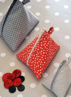 Tuto: Making a pencil case, by Madiwi- Tuto: Making a pencil case, by Madiwi Source by sevmimicami - Fabric Crafts, Sewing Crafts, Patchwork Fabric, Creation Couture, Couture Sewing, Sewing Hacks, Sewing Tips, Sewing Patterns, Coin Purse
