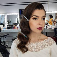 Retro curls with wine lips 👄👄👄 machiaj retro cu buze visinii. Look pinup Retro Curls, Wine Lips, Retro Makeup, Pinup, Hair Styles, Beauty, Hair Plait Styles, Vintage Makeup, Hair Makeup