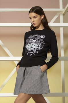 Sweat-shirt Tiger Kenzo - Sweat-shirts & Pulls Kenzo Femme - E-Shop Kenzo Sweat Shirt, Jumpers For Women, Sweaters For Women, Everyday Outfits, Stylish Outfits, Ready To Wear, Clothes For Women, How To Wear, Sweatshirts