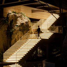 Interior Stairs, Interior Architecture, Directional Signage, Kunming, Stairway To Heaven, Diy Home Crafts, Stairways, Lighting Design, Interior Inspiration