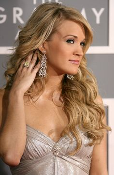 Carrie Underwood Photos Photos - Singer Carrie Underwood arrives at the 49th Annual Grammy Awards at the Staples Center on February 11, 2007 in Los Angeles, California. - 49th Annual Grammy Awards - Arrivals