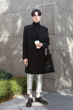 casual for men Korean Fashion Men, Asian Fashion, Mens Fashion, Fashion Outfits, All Black Fashion, Winter Fashion, Smart Casual Men, Outfits Hombre, Asian Street Style