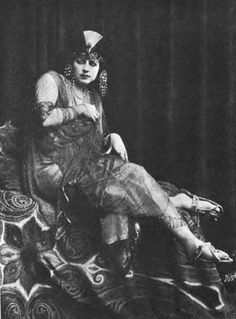Helen Gardner as Cleopatra - Helen Gardner as Cleopatra 1912 - the film helped cement Gardner as a powerful actress who excelled at playing exotic, vamp characters.