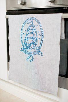 Merillä kävijälle! Kuviokioskin Homeward Bound keittiöpyyhe - Astubutiikkiin.fi