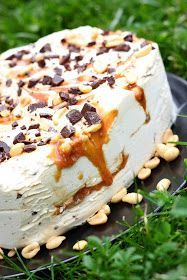 Suklaapossu: Snickers-jäätelökakku