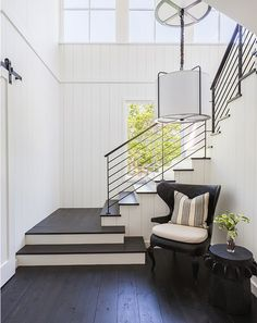 31 Amazing Modern Farmhouse Interior Design Ideas As far as home interior decorating is concerned, every nook and corner has to be studied so that the available space is utilized to the maximum. A good interior decorator should be able… Continue Reading → Modern Farmhouse Living Room Decor, Modern Farmhouse Interiors, Modern Farmhouse Design, Modern Farmhouse Kitchens, Farmhouse Style Decorating, Modern Living, Rustic Farmhouse, Modern Decor, Country Interiors