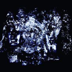 """Black Hero. Aus der Serie """"Anonymus"""". 2015 Rotierende Skulptur aus Pflanzenübertopf Kopf, Tier Unterkiefer Findling, PU Schaum und schwarzer Sprühlack Skulptur, Objekt, Video, Installation, Fotografie Markus Wintersberger 2015  #markuswintersberger #medienwerkstatt006 #blackhero #skulpturinbewegung #anonymus #brain #hirnmasse #comic #imagination"""