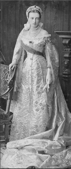 Grand Duchess Alexandra of Mecklenburg Schwerin's mother-in-law, Grand Duchess Anastasia Mikhailovna of Russia, had a fair few tiaras too. This image shows her in traditional Russian Court dress, with a kokoshnic around the age of Historical Costume, Historical Clothing, Costume Russe, Czar Nicolau Ii, Mode Russe, Kings & Queens, Anastasia Romanov, Vintage Outfits, Vintage Fashion