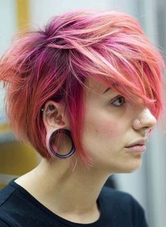 Layered Short Haircuts for Women with Fine Hair 2019 - Thin hair isn't generally a major problem as long as you have this rundown of lovely short haircuts for fine hair. We thoroughly understand the most… - Long To Short Hair, Long Hair With Bangs, Short Hair Cuts For Women, Pixie Haircut Styles, Pixie Hairstyles, Short Hair Styles, Pixie Styles, Hair Color Pink, Pink Hair