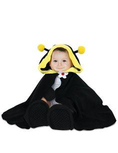Déguisement bébé Abeille : Ce déguisement d'abeille pour bébé comprend une cape avec capuche, une paire de moufles et une paire de chaussons (t-shirt blanc non inclus). Le tout est en tissu effet...