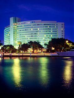 fontainebleau hotel designed by morris lapidus miami beach