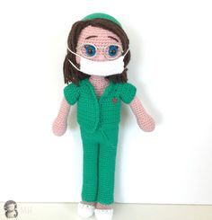 Muñeca veterinaria amigurumi