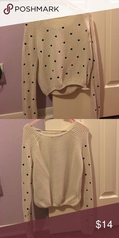 Sweater Black polka dot sweater in very good condition Forever 21 Sweaters Crew & Scoop Necks