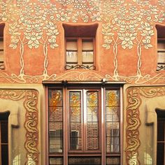 Wherever you go in Barcelona, you should always take your camera with you. You never know what you might find. Just the other day, I came across this modernist (Art Nouveau style) building in Pàdua Street (Carrer Pàdua). #travel