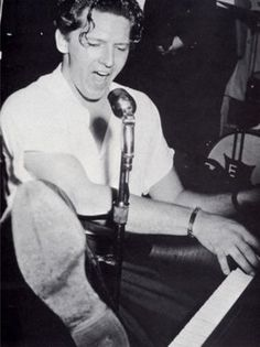 Jerry Lee Lewis - Breathless, Whole Lotta Shakin Going On, Great Balls of Fire   ----   Oh, those '50s
