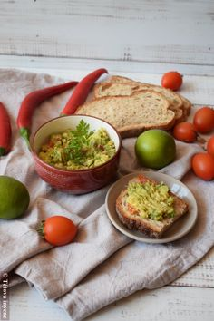 Naan, Crackers, Guacamole, Chili, Dips, Mexican, Ethnic Recipes, Spreads, Food