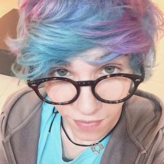 Esse foi o óculos que vocês escolheram pro Erick Míope Mafra!  Pra quem não sabe, siim eu uso óculos mas nunca gostei e preferia usar lente. Mas a convite dos fofinhos da @grandvisionbyfototica me abri e resolvi voltar a usar óculos e foi muuuito fácil porque eles têm óculos liiindos. Obrigado por terem votado no snap e no twitter! <3