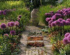 image from the book Moderne Gartengestaltung