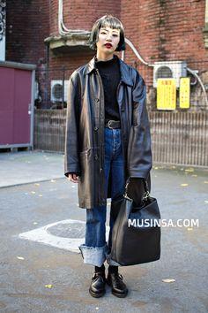 Korean Street Fashion - Official Korean Fashion Hipster Grunge, Grunge Goth, Cool Outfits, Fashion Outfits, Womens Fashion, Street Style Vintage, Korean Street Fashion, Cool Street Fashion, Looks Street Style