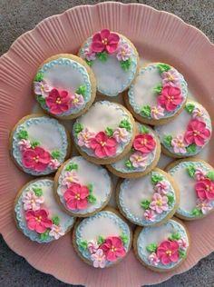 cookies - these are just lovely. Artists never cease to amaze me. Tea Cookies, Galletas Cookies, Fancy Cookies, Flower Cookies, Royal Icing Cookies, Cookies Et Biscuits, Cupcake Cookies, Sugar Cookies, Tea Biscuits